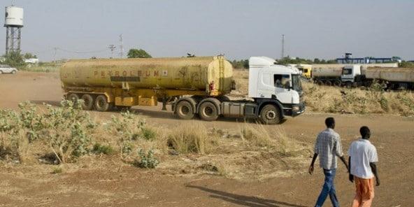808911 un camion citerne le 2 mars 2014 dans la region du nil superieur au soudan du sud 592x296