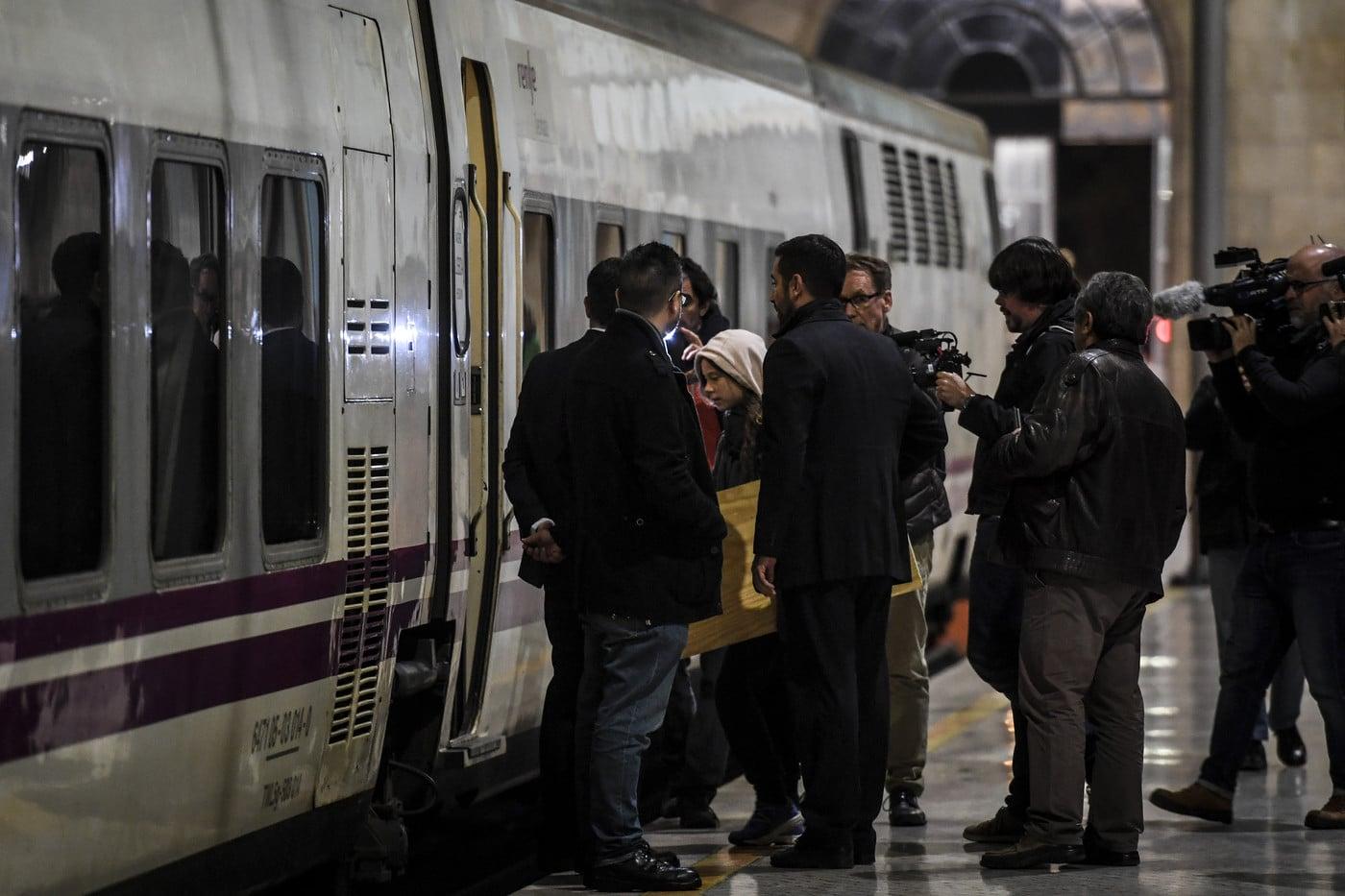 jeune activiste suedoise Gretha Thunberg embarque train nuitMadrid Santa Apolonia Lisbonne 5 decembre 2019 1 1400 933