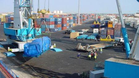 2004 75881 mauritanie la construction par la chine du port multifonctionnel de n diago touche a sa fin M
