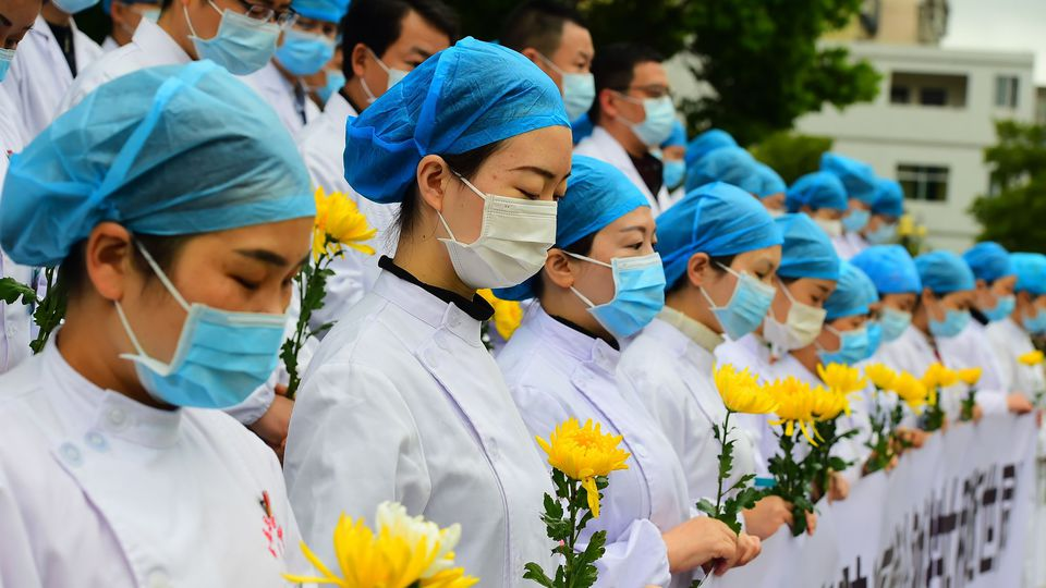 china mourns thousands who died in country s coronavirus epidemic 6257054