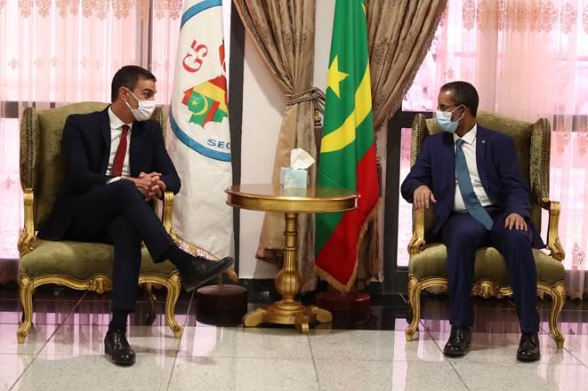 el presidente del gobierno pedro sanchez reunido con su homologo de mauritania m